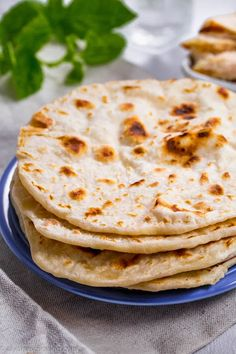 This Naan Bread recipe is Stone-fire's Copycat, grocery store flatbread! Naan bread is an Indian flatbread that you can serve with curry or use as a pizza Recipes With Naan Bread, Flatbread Recipes, Passover Recipes, Jewish Recipes, Passover Meal, Passover Bread Recipe, Communion Bread Recipe, Jewish Bread, Bagel Pizza