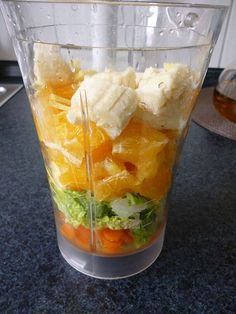 Clean recipes: Orange-ginger-carrot smoothie EAT TRAIN LOVE - As I sit and write here, I drink a particularly delicious green smoothie! Carrot Smoothie, Smoothie Detox, Strawberry Smoothie, Fruit Smoothies, Smoothie Recipes, Protein Smoothies, Clean Recipes, Healthy Recipes, Orange Recipes