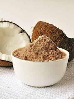 A farinha de coco, que além de poder ser usada em várias receitas auxilia no emagrecimento e sensação de saciedade. Saiba tudo sobre esse alimento aqui!