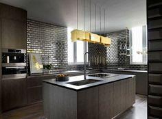 dunkle Holz Küche Kochinsel Metall Fliesen