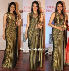 Madhoo Shah in Gaurav Gupta Saree Gown – Madhoo Shah was spotted at the anniversary celebrations of designer Vikram Phadnis in a metallic golden Gaurav Gupta saree gown. Half-up hairstyle and a gold clutch completed her look. She looked Lehenga Sari, Saree Gown, Satin Saree, Saree Blouse Patterns, Saree Blouse Designs, Indische Sarees, Indie Mode, Drape Sarees, Sari Design