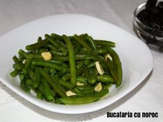 Salata de fasole verde cu usturoi - Bucataria cu noroc Green Beans, Vegetables, Food, Green, Essen, Vegetable Recipes, Meals, Yemek, Veggies