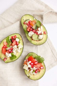 Avocado is an healthy fat that can bring your health amazing benefits. Learn some keto diet recipes from our e-book. Keto Diet Plan, Ketogenic Diet, Paleo Diet, Macros Dieta, Healthy Fats, Healthy Eating, Clean Eating, Yeast Free Diet, Diet Planner