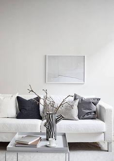 Living Room : Minimal Studio via Coco Lapine Design blog White Interior Design, Interior Styling, Interior Decorating, Piece A Vivre, Minimalist Home, Interior Inspiration, Interior Architecture, Black Christmas, Scandinavian Design