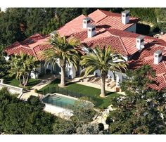 Celebrity Homes - david and victoria beckham's home