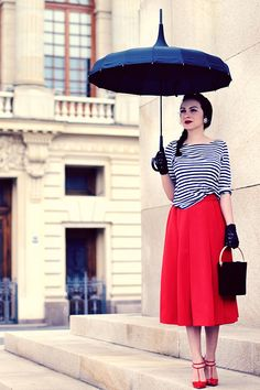 I need everything this woman has in this photo. Especially the umbrella.
