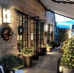 This week's links + loves - this gorgeous outdoor patio makeover from Lavin Label Outdoor Rooms, Outdoor Living, Outdoor Patios, Indoor Outdoor, Outdoor Kitchens, Exterior Design, Interior And Exterior, Style At Home, Terrace Design