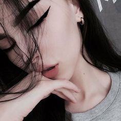 Cute Girl Photo, Girl Photo Poses, Tumblr Photography, Girl Photography Poses, Cool Girl Pictures, Girl Photos, Trendy Tattoos, Girl Tattoos, Foto Casual
