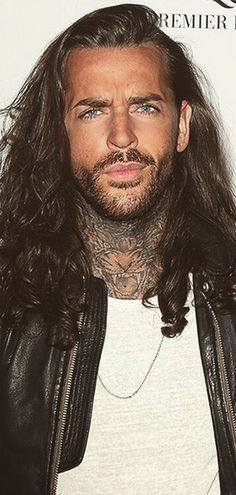 OMG. Have you seen how different TOWIE's Pete Wicks used to look?!