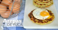Sí, esta es una receta de arepas de yuca. Te prometo que le darán otra cara a tu desayuno, sirve con huevos fritos o revueltos.