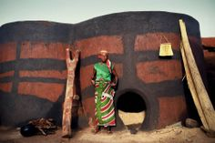 Kaseva, Northern Ghana www. Architecture 101, Vernacular Architecture, Ghana Style, Rural Studio, Round Building, Earth Bag, African Textiles, Tree Trunks, Earthship