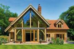 This stunning oak frame house in Buckinghamshire, making full use of the glorious sunshine. Chalet Extension, Cottage Extension, Roof Extension, Oak Frame House, A Frame Cabin, Bungalow Extensions, House Extensions, Style At Home, Oak Framed Extensions