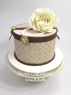 Fashionista cake - cake by Silvia Caballero Birthday Cake Girls, Princess Birthday, Birthday Cakes, Birthday Ideas, Fashionista Cake, Louis Vuitton Pattern, Girly Cakes, Retirement Cakes, Fondant Flowers