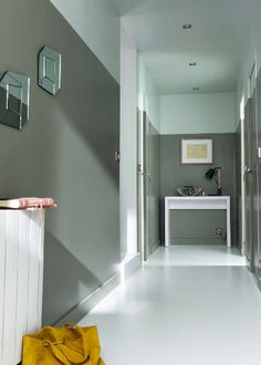 2 couleurs peinture pour la déco d'un couloir sans fenêtre // Déco couloir avec peinture gris et blanc