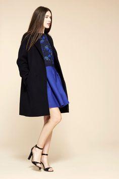 Cacharel Fall 2015 Ready-to-Wear Fashion Show Vogue Fashion, Fashion Week, Curvy Fashion, Runway Fashion, Fashion Show, Fashion Design, Paris Fashion, Catwalks, Outerwear Women
