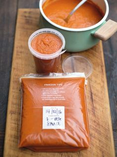 7 Veg Tomato Sauce Fool Your Food this April Fools Day! Hide extra veggies into your meals and see who notices. Jam-packed with nutritious veg, this has to be one of the easiest ways to get extra v… Vegetable Pasta, Vegetable Recipes, Pasta Recipes, Cooking Recipes, Batch Cooking Freezer, Vegetarian Recipes, Tinned Tomatoes, Plum Tomatoes, Sauce Tomate