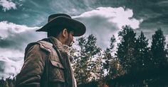 Learn how to make cowboy coffee step by step. Amazing cowboy coffee for campers and anyone spending time outdoors. Forest Photography, Photography Tips, Digital Photography, Amazing Photography, Better Photography, Breathe, Forest Light, Go Camping, Camping Outdoors