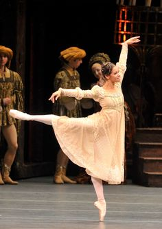 American Ballet Theatre's Daniil Simkin and Misty Copeland in Kenneth MacMillan's Romeo and Juliet at the Metropolitan Opera House in New York (Phot. Ballet Theater, American Ballet Theatre, Black Dancers, Ballet Dancers, Ballerinas, Misty Copeland, Ballet Dance Photography, Australian Ballet, Paris Opera Ballet