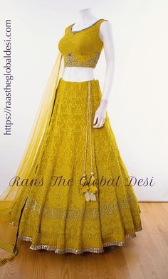 CHANIYA CHOLI 2019 Latest designer & custom-made Lehenga Choli online online. Browse our beautiful designer collection -featuring unique designs & embroidery! Available now in the USA, Canada & Australia! Indian Fashion Dresses, Dress Indian Style, Indian Designer Outfits, Indian Outfits, Indian Wear, Indian Attire, Fashion Outfits, Lehenga Designs Simple, Half Saree Designs