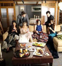 """The Liars relax behind the scenes of PLL's prom episode. - Behind the scenes - 6 * 9 """"Last Dance"""""""