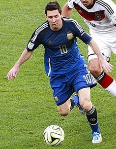 Icons : the best footballers of all time around the global village LIONEL MESSI