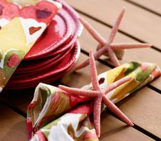 Pottery Barn Starfish Napkin Ring Knock-off Tutorial from Between Naps on the Porch. Diy Craft Projects, Diy Crafts, Tree Crafts, Craft Ideas, Modern Outdoor Furniture, Beach House Decor, Table Linens, Starfish, Pottery Barn