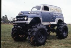 Like a vintage Grave Digger monster truck. Love it!