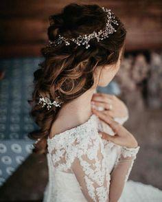 Wedding hairstyle | hair down wedding hairstyle ideas #hairstyle #hairideas #hairdown #weddinghairideas #weddinghair #bridalhair