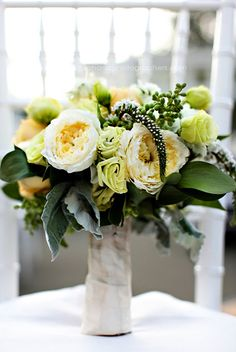 yellow and green wedding bouquet // brooklyn botanic garden wedding // new york wedding