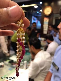 20 Awesome Traditional Jhumka Designs & Where To Shop Them! Jewelry Design Earrings, Gold Earrings Designs, Jhumka Designs, Gold Ring Designs, Gold Bangles Design, Bridal Jewelry, Beaded Jewelry, Gold Jewellery, Gold Jewelry Simple