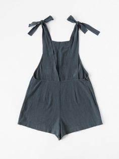 Shop Self Tie Raw Hem Pinafore Romper online. SheIn offers Self Tie Raw Hem Pinafore Romper & more to fit your fashionable needs. Fashion Mode, Diy Fashion, Ideias Fashion, Womens Fashion, Latest Fashion, Diy Clothing, Sewing Clothes, Pantalon Thai, Diy Vetement