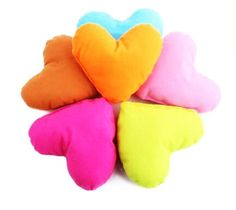 PlayDo Pet Comfort Heart Shaped Pillow Dog Puppy Neck Pillows 6 Pack >>> Awesome dog product. Click the image : Pet dog bedding
