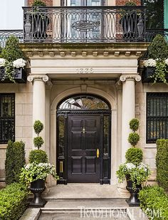 House Front Door Colors Entrance 55 Ideas For 2019 House Design, Exterior Design, House Front Door, Door Design, Door Planter, Traditional House, Beautiful Front Doors, Classic House, House Exterior