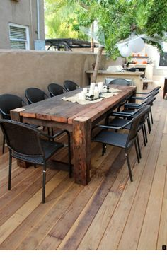 Rustic Outdoor Patio Table Design Ideas On A Budget 45 Diy Garden Furniture, Diy Outdoor Furniture, Rustic Furniture, Furniture Design, Outdoor Decor, Table Furniture, Outdoor Tables, Wooden Outdoor Table, Outdoor Farmhouse Table