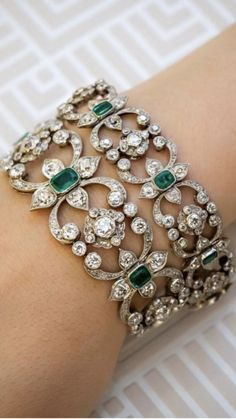 How To Choose Jewelry Art Deco Jewelry, Fine Jewelry, Jewelry Design, Emerald Jewelry, Diamond Jewelry, Antique Jewelry, Vintage Jewelry, Bling, Indian Jewelry