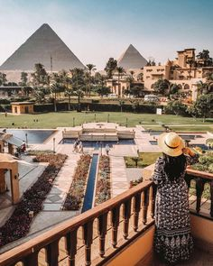 Waking up to the pyramids from your balcony is a dream. Mena house hotel Cairo is one of the best hotels in Cairo near the pyramids. Here's 6 reasons why! Egypt Giza Pyramids, Cairo Egypt, Hotels And Resorts, Best Hotels, Luxury Hotels, Tampa Hotels, Disney Hotels, Beautiful Hotels, Beautiful Places