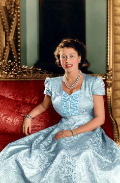 Queen Elizabeth II by AlixofHesse Die Queen, Hm The Queen, Royal Queen, Her Majesty The Queen, Young Queen Elizabeth, Lady Elizabeth, Prinz Philip, Royal Uk, Estilo Real