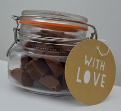 Terry's Chocolate Orange Slow Cooker Fudge Recipe - A Homemade & Edible Christmas Gift - finished result presented in a mason jar with gift tag (homemade brownies in a jar) Easy Christmas Cake Recipe, Edible Christmas Gifts, Xmas Food, Christmas Cooking, Edible Gifts, Christmas Cakes, Christmas Treats, Christmas Recipes, Diy Christmas