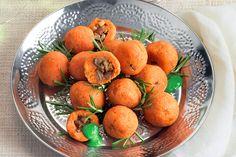 Polpettine di patate dolci e porcini su crema di bietole