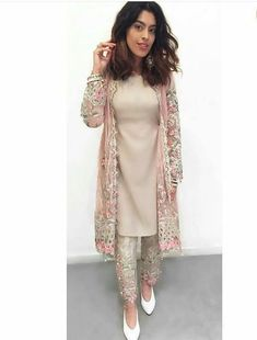 Maria B SpringSummer Embrioder Linen Dresses Sale 2017 Latest Designs With A fordable price. maria b new linen dresses Collection for women wear at wedding seasonal. Maria B SpringSummer Embrioder Linen Dresses Sale 2017 . Dress Indian Style, Indian Fashion Dresses, Indian Designer Outfits, Designer Dresses, Latest Pakistani Fashion, Indian Fashion Trends, Frock Fashion, Fashion 2017, Womens Fashion