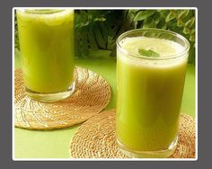 The Juice to Reduce Gout Attacks. Say goodbye to pain due to gout/arthritis attacks. This juice contains anti-inflammatory sources that prevents and relieves painful attacks. Ingredients: 1 bitter gourd/melon, 2 sticks, 1 lemon, in. Juice Drinks, Juice Smoothie, Smoothie Drinks, Detox Drinks, Healthy Drinks, Healthy Tips, How To Stay Healthy, Healthy Juices, Healthy Options
