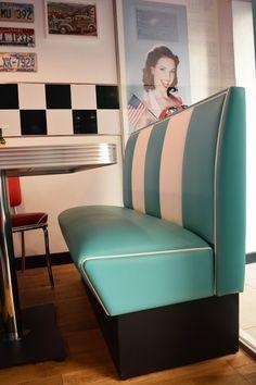 #arredo annni 50  #lusima #arredamento americano anni 50 #arredo vintage #www.americanstylelusima.it #sgabello vintage #divanetto anni 50 #booth