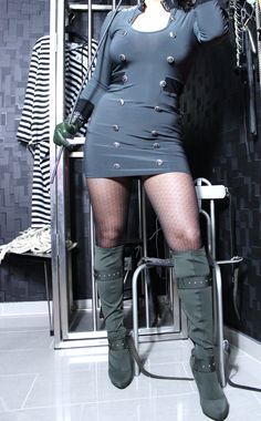 Ausschnitt als Gefängniswärterin - Alina Sommer -0172.92 88 44 0 Pumps, Lady, Outfit, Knee Boots, Studios, Shoes, Fashion, Dominatrix, Panty Hose