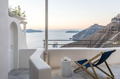 Отель Porto Fira Suites c потрясающими видами на Санторини   Пуфик - блог о дизайне интерьера