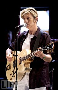 I have to say, there are few things cooler than David Bowie playing a deep-bodied Gibson ES-175...K