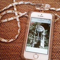 2015.9.19 HawaiiまでにiPhone6Sの発売が間に合わなかったので5Sで写真頑張るぞ 旅行の時はいつも使ってたお気に入りのケースとは最後の旅だなぁ 明日明後日は予定があるのでこれから荷造り最終確認 それにしても私は荷物がなんで多いんだろう #iphone#iphon5s#iphoneケース#iphonecase #hawaiiまであと3日 #今年もパンケーキ食べれるといいな#iPhoneの画面は去年行ったパンケーキのお店 #有吉の夏休みですでにハワイ気分 by kaorun127