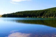 Lac de Servières - Département du Puy-de-Dôme - www.auvergne.fr Belle Photo, River, Mountains, Photos, Nature, Landscapes, Outdoor, Places To Visit, Brittany