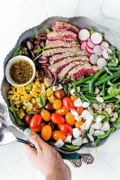 Ahi Tuna Steak Recipe, Tuna Steak Recipes, Tuna Steaks, Seafood Recipes, Drink Recipes, Dinner Recipes, Tuna Salad Dressing, Tuna Nicoise Salad, Fitness Models