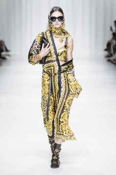 Versace, Spring 2018 - Milan's Most Fabulous Dresses for Spring 2018 - Photos