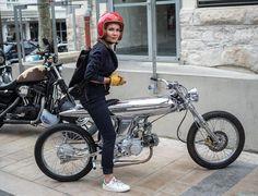 Pendant le Wheels and Waves dans Biarritz. Motorcycle Design, Motorcycle Style, Bike Design, Vintage Motorcycles, Custom Motorcycles, Custom Bikes, Custom Choppers, Cars And Motorcycles, Style Moto